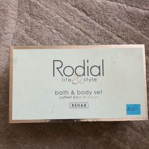 Rodial Life& Style Rehab bath and body set